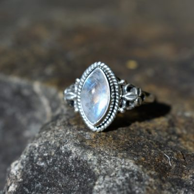 moonstone-allure-ring