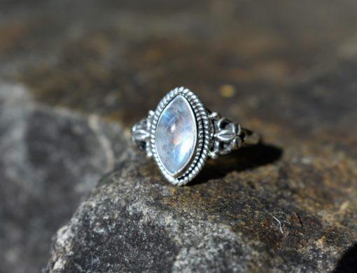 moonstone-allure-ring